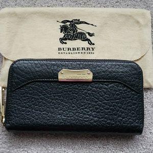 Burberry Heritage Grain zip around wallet